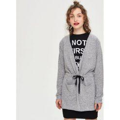 Swetry klasyczne damskie: Długi sweter z kapturem – Szary