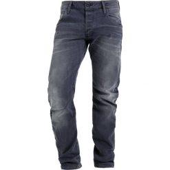 GStar ARC 3D SLIM Jeansy Slim Fit medium aged. Szare jeansy męskie relaxed fit marki G-Star, z bawełny. W wyprzedaży za 426,30 zł.
