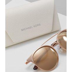 Michael Kors GRAYTON Okulary przeciwsłoneczne shiny rosegoldcoloured. Czerwone okulary przeciwsłoneczne damskie lenonki Michael Kors. Za 669,00 zł.