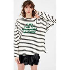 Bluzy rozpinane damskie: Bluza w paski z napisem