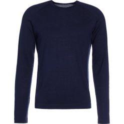 J.LINDEBERG FILE Sweter navy. Niebieskie swetry klasyczne męskie J.LINDEBERG, m, z jedwabiu. W wyprzedaży za 356,30 zł.