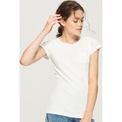 Bawełniany t-shirt basic - Biały. Białe t-shirty damskie Sinsay, l, z bawełny. Za 14,99 zł.