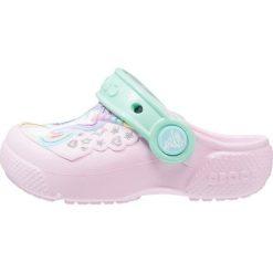 Crocs FUN LAB CLOG Sandały kąpielowe pink/new mint. Czarne sandały chłopięce marki Crocs, z materiału. Za 129,00 zł.