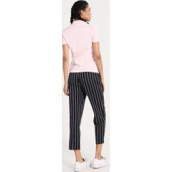 T-shirty damskie: Lacoste PF7845 Koszulka polo flamingo