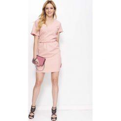 Różowa Sukienka Krótka Kimonowa z Wycięciem na Plecach. Różowe sukienki koktajlowe marki numoco, l, z dekoltem w łódkę, oversize. Za 148,90 zł.