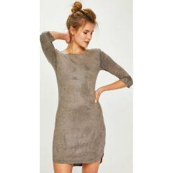 Answear - Sukienka. Szare sukienki dzianinowe ANSWEAR, na co dzień, l, casualowe, z okrągłym kołnierzem, mini, dopasowane. Za 149,90 zł.