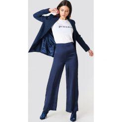 Spodnie z wysokim stanem: NA-KD Classic Szerokie spodnie z satyny z wysokim stanem – Blue