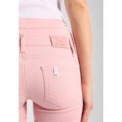Liu Jo Jeans BOTTOM UP RAMPY Jeans Skinny Fit rosa. Czerwone boyfriendy damskie Liu Jo Jeans, z bawełny. W wyprzedaży za 479,20 zł.