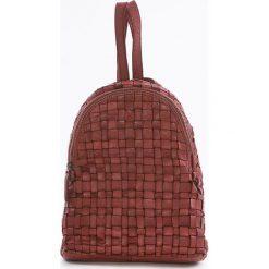 Plecaki damskie: Skórzany plecak w kolorze czerwonym – 25 x 31 x 13 cm