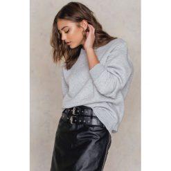 Bluzy rozpinane damskie: Vanessa Moe x NA-KD Bluza z okrągłym dekoltem crew neck - Grey
