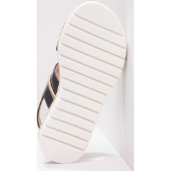 Florens Sandały blu. Niebieskie sandały chłopięce Florens, z materiału, z otwartym noskiem. W wyprzedaży za 347,40 zł.