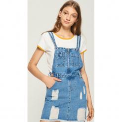 Jeansowa sukienka ogrodniczka - Niebieski. Niebieskie sukienki Sinsay, l, z jeansu. W wyprzedaży za 59,99 zł.
