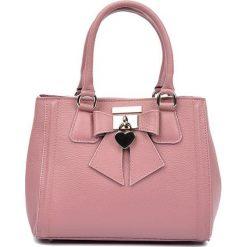 Torebki klasyczne damskie: Skórzana torebka w kolorze różowym – (S)22 x (W)28 x (G)14 cm