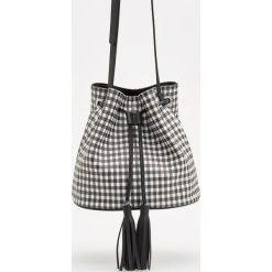 Torebka typu worek - Czarny. Czarne torebki worki Reserved. W wyprzedaży za 79,99 zł.