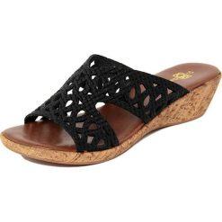 Chodaki damskie: Skórzane klapki w kolorze czarnym na koturnie