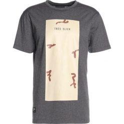 T-shirty męskie z nadrukiem: Cayler & Sons TRES SLICK TEE Tshirt z nadrukiem charcoal/desertcamo