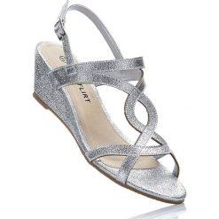 Sandały na koturnie bonprix srebrny. Szare sandały damskie marki Born2be, z materiału, na koturnie. Za 59,99 zł.