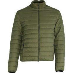 Zielona Kurtka Brave Spirit. Zielone kurtki męskie pikowane marki Born2be, l, z dresówki. Za 169,99 zł.