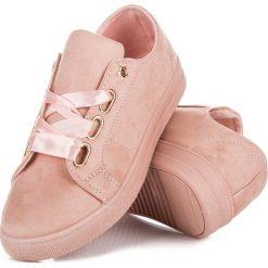 LOURDES zamszowe trampki ze wstążką. Czerwone tenisówki damskie Ideal Shoes, z zamszu. Za 109,90 zł.