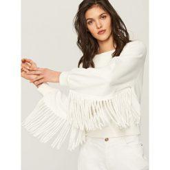 Bluzy damskie: Biała bluza z frędzlami przy rękawach - Kremowy