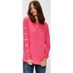 Nike Sportswear - Bluzka. Różowe bluzki asymetryczne Nike Sportswear, l, z nadrukiem, z bawełny, casualowe, z okrągłym kołnierzem. W wyprzedaży za 129,90 zł.