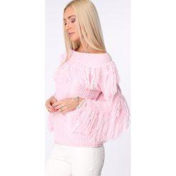 Swetry klasyczne damskie: Sweter dekolt w łódkę z frędzlami jasnoróżowy MISC4540