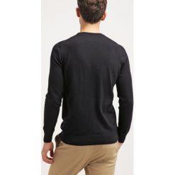 Swetry klasyczne męskie: Lyle & Scott Sweter true black