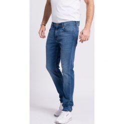 Wrangler - Jeansy Greensboro Bright Stroke. Niebieskie jeansy męskie regular Wrangler. Za 319,90 zł.