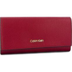 Duży Portfel Damski CALVIN KLEIN - Frame Large Trifold K60K604489 628. Czerwone portfele damskie Calvin Klein, ze skóry ekologicznej. Za 299,00 zł.