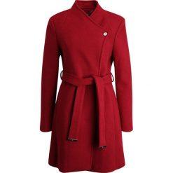 Carolina Cavour Płaszcz zimowy dark ruby. Czerwone płaszcze damskie pastelowe Carolina Cavour, na zimę, xl, z materiału. W wyprzedaży za 461,45 zł.