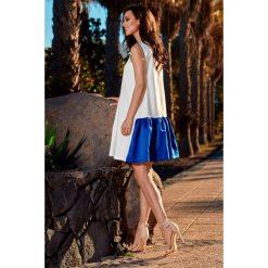 Trapezowa sukienka z satynową falbaną ekri-chabrowa NINA. Niebieskie sukienki dresowe marki Lemoniade, do pracy, na lato, s, biznesowe, trapezowe. Za 159,90 zł.