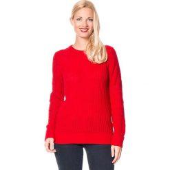 Sweter w kolorze czerwonym. Czerwone swetry klasyczne damskie marki William de Faye, z dzianiny, z okrągłym kołnierzem. W wyprzedaży za 129,95 zł.