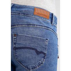 Freeman T. Porter CORALIE Jeansy Slim Fit nurty. Niebieskie jeansy damskie marki Freeman T. Porter. W wyprzedaży za 367,20 zł.