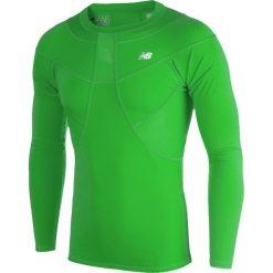 Koszulka kompresyjna - MT710136FN. Czerwone koszulki do piłki nożnej męskie marki New Balance, na jesień, m, z materiału. Za 149,99 zł.