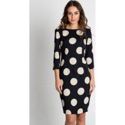 Sukienki balowe: Elegancka sukienka w grochy BIALCON
