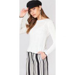 Trendyol Sweter z ozdobnym wykończeniem - White. Białe swetry klasyczne damskie marki Trendyol, z dzianiny, z okrągłym kołnierzem. W wyprzedaży za 50,48 zł.