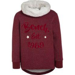 Bench GRAPHIC OVERHEAD Bluza cabernet. Czerwone bluzy chłopięce Bench, z bawełny. W wyprzedaży za 125,40 zł.