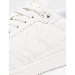 Hummel TEAM QUILT Tenisówki i Trampki white. Białe tenisówki damskie marki Hummel, z materiału. W wyprzedaży za 356,15 zł.