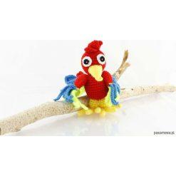 Papuga Lukrecja szydełkowa maskotka. Czerwone przytulanki i maskotki marki Pakamera, z dzianiny. Za 129,00 zł.