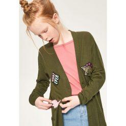 Swetry damskie: Długi sweter z naszywkami - Khaki