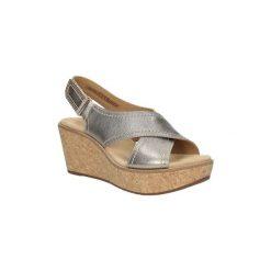 Sandały Clarks  Sandały skórzane na koturnie  Aisley Tulip 26125079. Szare sandały damskie marki Clarks, na koturnie. Za 229,99 zł.