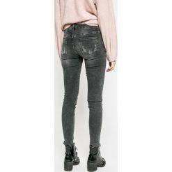 Answear - Jeansy. Szare jeansy damskie marki ANSWEAR. W wyprzedaży za 129,90 zł.