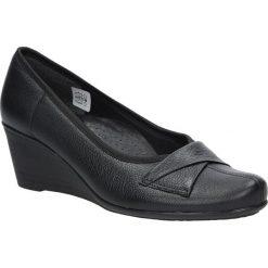 Czarne półbuty skórzane na koturnie Casu 4138. Czarne buty ślubne damskie marki Casu, na koturnie. Za 169,99 zł.