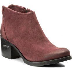 Botki CARINII - B3016  B73-000-POL-861. Czerwone buty zimowe damskie Carinii, z nubiku, na obcasie. W wyprzedaży za 219,00 zł.
