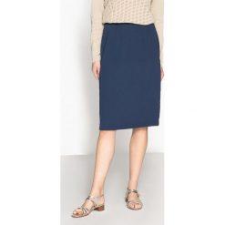 Spódnice wieczorowe: Prosta półdługa spódnica z pięknie układającej się serży