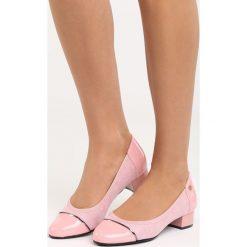 Różowe Czółenka Ceiler. Czerwone buty ślubne damskie marki Born2be, ze skóry, z okrągłym noskiem, na niskim obcasie, na słupku. Za 79,99 zł.