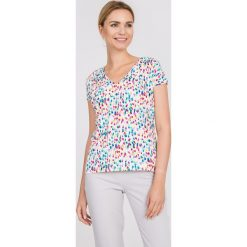 Bluzka ecru z kolorowym nadrukiem QUIOSQUE. Szare bluzki asymetryczne QUIOSQUE, uniwersalny, w kolorowe wzory, z dzianiny, eleganckie, z dekoltem w serek, z krótkim rękawem. W wyprzedaży za 69,99 zł.