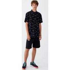 Koszula z napisami. Czerwone koszule męskie marki Pull&Bear, m. Za 62,90 zł.