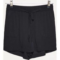 Bermudy damskie: Materiałowe szorty z paskiem high waist – Czarny