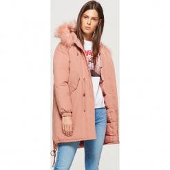 Ciepły płaszcz z kapturem - Różowy. Czerwone płaszcze damskie pastelowe Cropp, l. Za 269,99 zł.